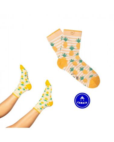 Chaussettes Juliette et Alexandre, inséparables grâce au bouton en bois, motif d'ananas, shop New Surf à Dinan, Bretagne