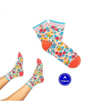 Chaussettes Giuliana et Mailo, inséparables grâce au bouton en bois, motif de fleurs , shop New Surf à Dinan, Bretagne